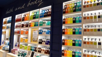 bath-bodyworks-inside