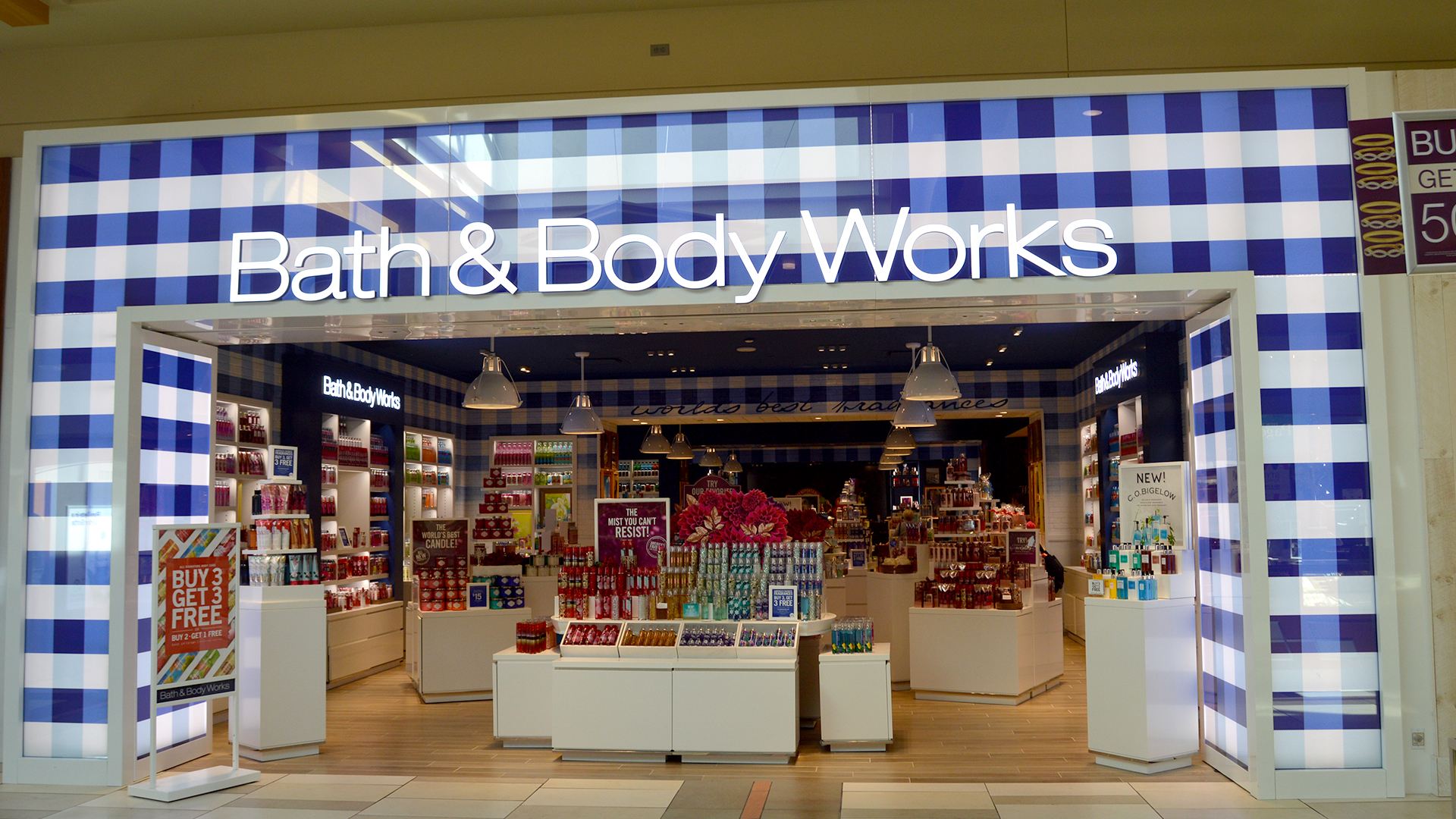 bath-bodyworks-outside